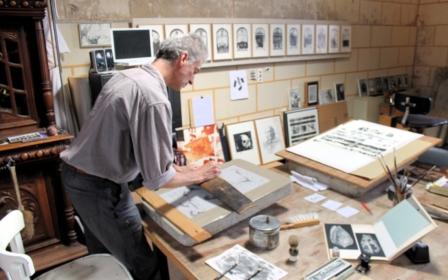 dessin à partir du conus aulicus (à droite sur la table)